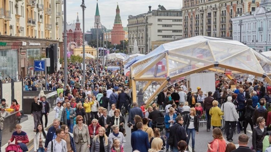 """Фото: Дмитрий Белицкий (МТРК «Мир») """"«Мир 24»"""":http://mir24.tv/, общество, день города, день города москва, люди, толпа"""