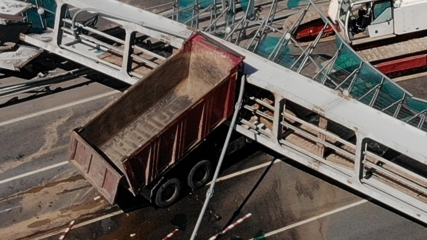 На месте обрушения моста в Подмосковье демонтируют ограждения