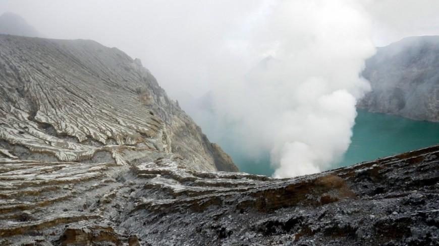 вулкан, вулкан иджен, индонезия, сера, добыча, добыча серы