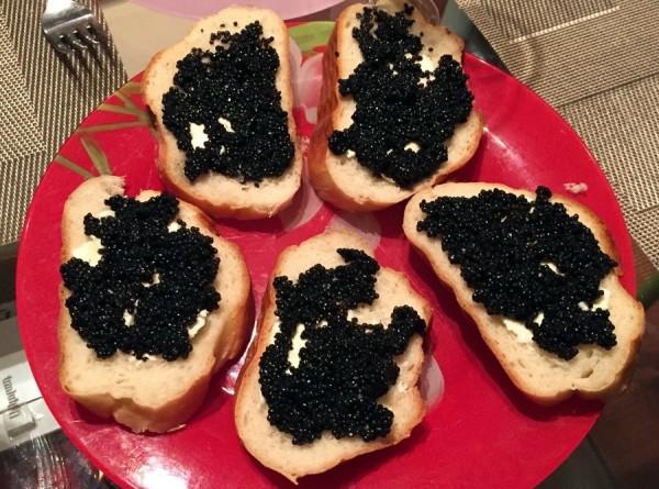 Вкусный и манящий: как сделать идеальный бутерброд с икрой