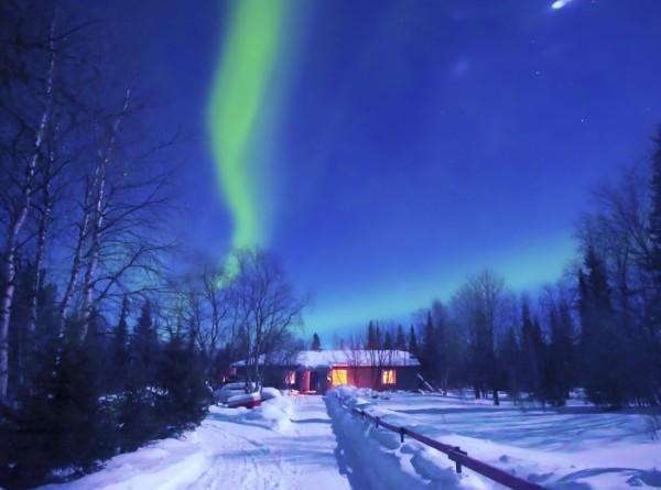 Жители Нижнего Тагила заметили в небе загадочные световые столбы