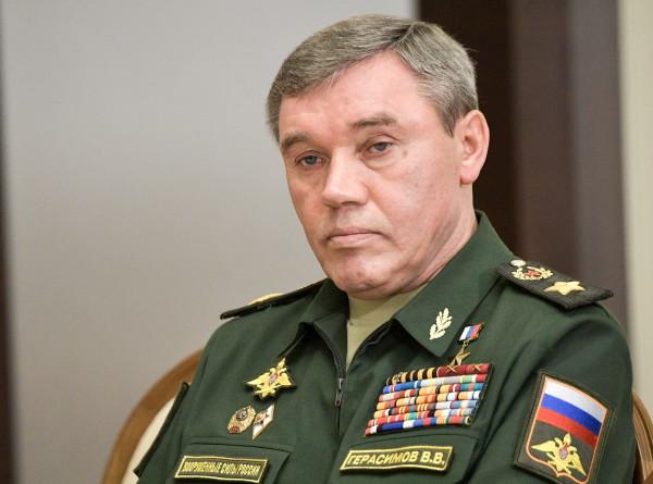 Глава Генштаба Герасимов обсудил с коллегой из НАТО Скапаротти военные учения