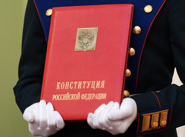 25 лет на страже безопасности. Как Конституция повлияла на жизнь россиян