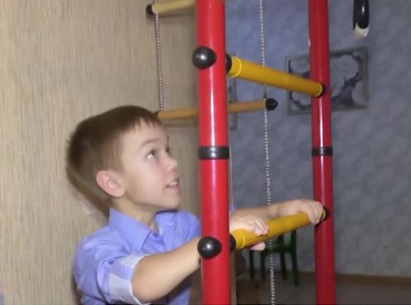 Нужна помощь: Илюша из Кемерова мечтает вырасти