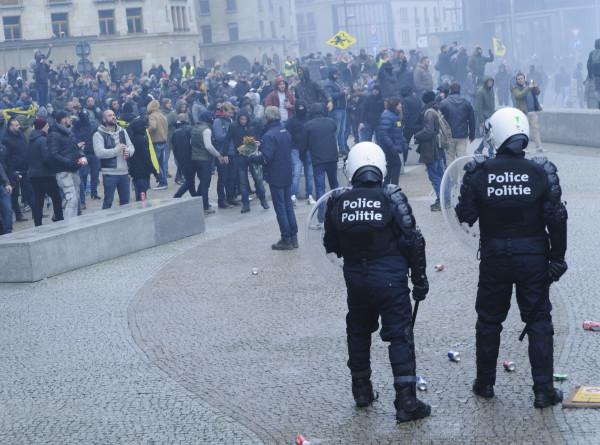 В Бельгии мирные протесты переросли в беспорядки из-за мигрантов