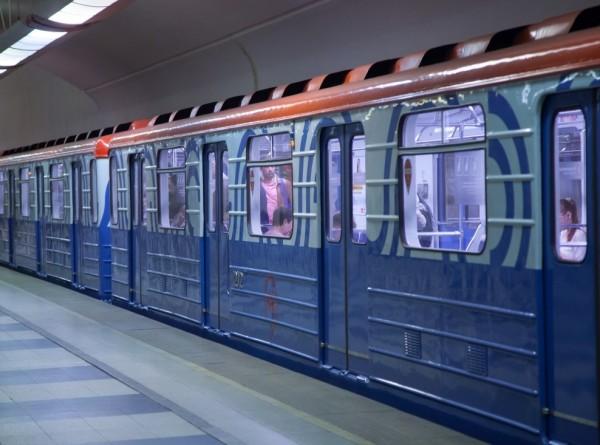 Пассажиры московского метро смогут украсить новогодние елки