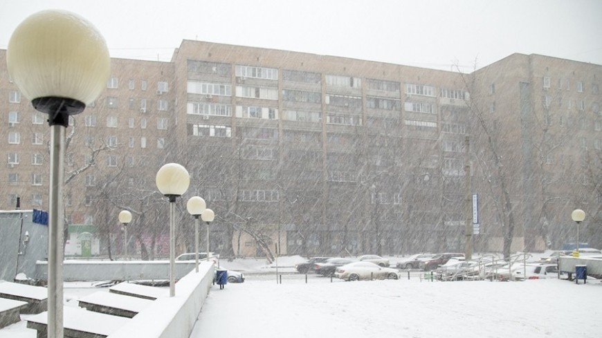"Фото: Максим Кулачков, ""«МИР 24»"":http://mir24.tv/, погода, снег, снегопад, москва, зима, дорога"