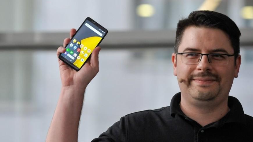 С «Алисой» и модулем NFC: «Яндекс» презентовал собственный смартфон