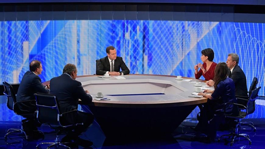Медведев анонсировал план правительства по снижению бедности