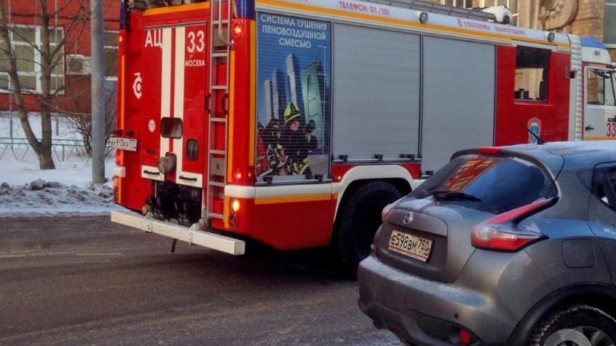 """Фото: Анжелика Сафронова (МТРК «Мир») """"«Мир 24»"""":http://mir24.tv/, пожарные машины, пожар, пожарная, пожарная машина, пожарная охрана, тушение пожара, пожарные, пожарный"""