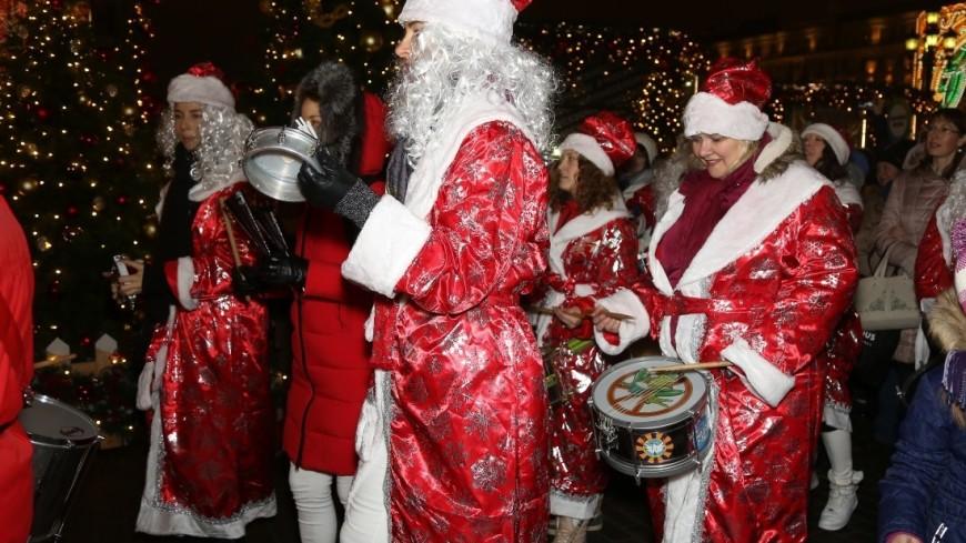 В Москве прошло самое яркое событие зимы – флешмоб Обними Деда Мороза от телеканала МИР