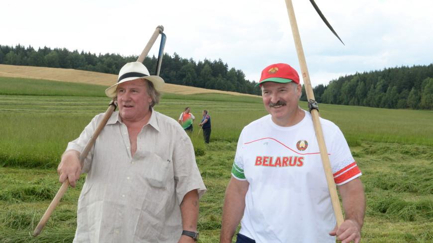Лукашенко поздравил актера Жерара Депардье 70-летием