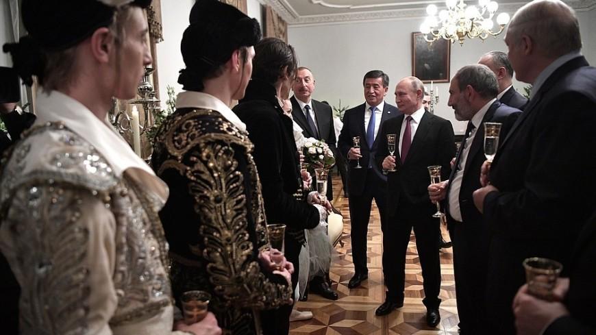 Лидеры стран СНГ встретились с труппой Мариинского театра