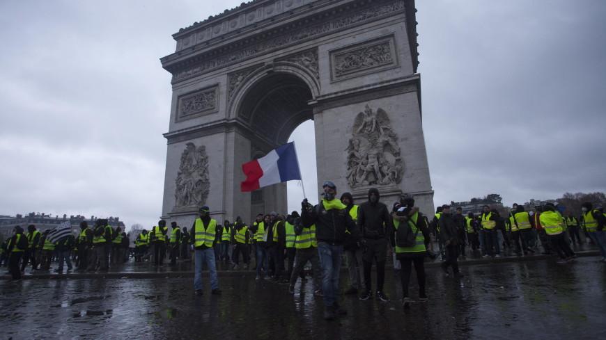 «Желтые жилеты» потребовали у властей Франции выдать им багет
