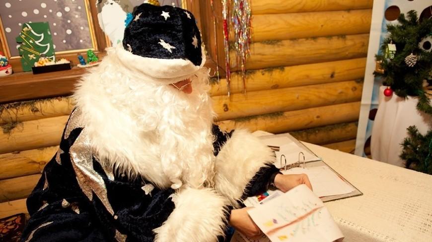 В минском парке имени Максима Горького принял первых в уходящем году гостей домик Деда Мороза.