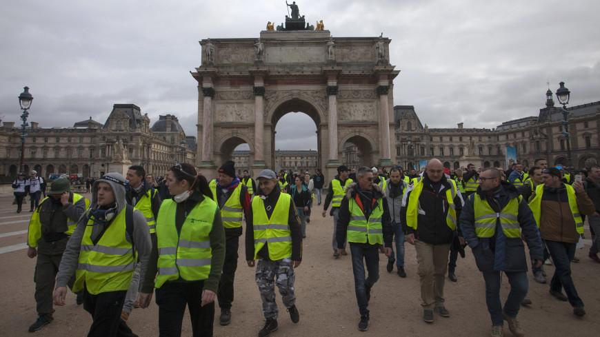 В Париже задержали почти 60 «желтых жилетов»