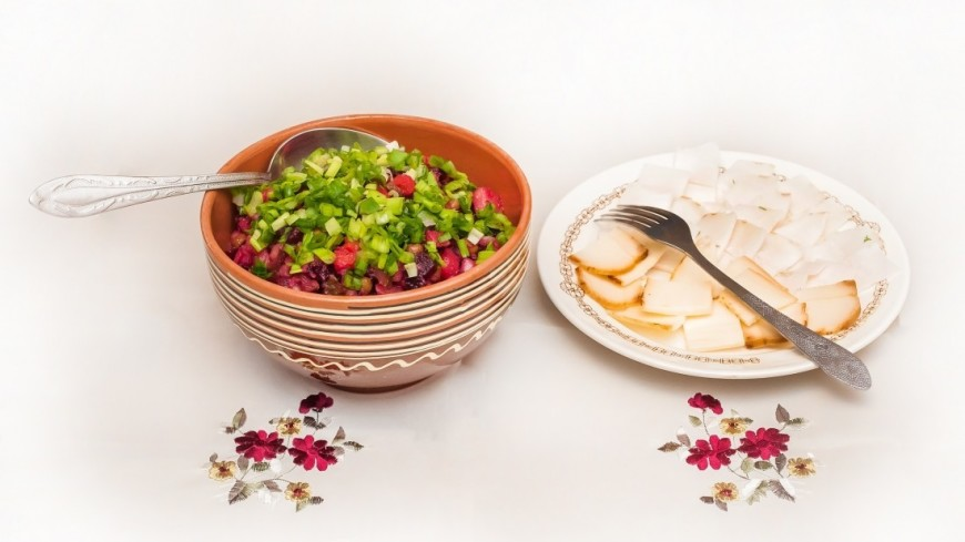 Винегрет и сало,еда, новогодний стол, новогодние блюда,  Винегрет, сало, ,еда, новогодний стол, новогодние блюда,  Винегрет, сало,