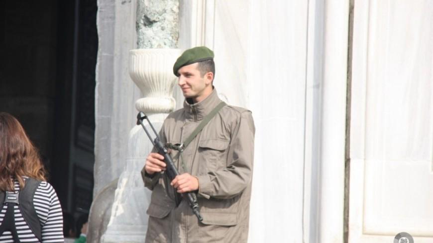 """""""© Фото: Мария Чегляева, «МИР 24»"""":http://mir24.tv/, охранник турция, военный турция"""
