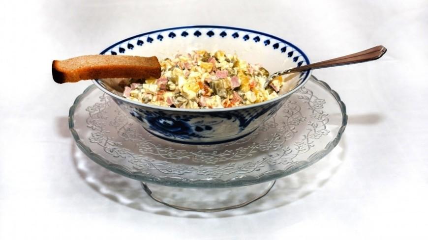 Оливье,еда, новогодний стол, новогодние блюда,  оливье, столичный, салат, майонез, ,еда, новогодний стол, новогодние блюда,  оливье, столичный, салат, майонез,