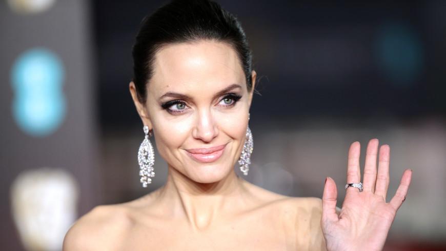 Поклонников поразила элегантная Джоли