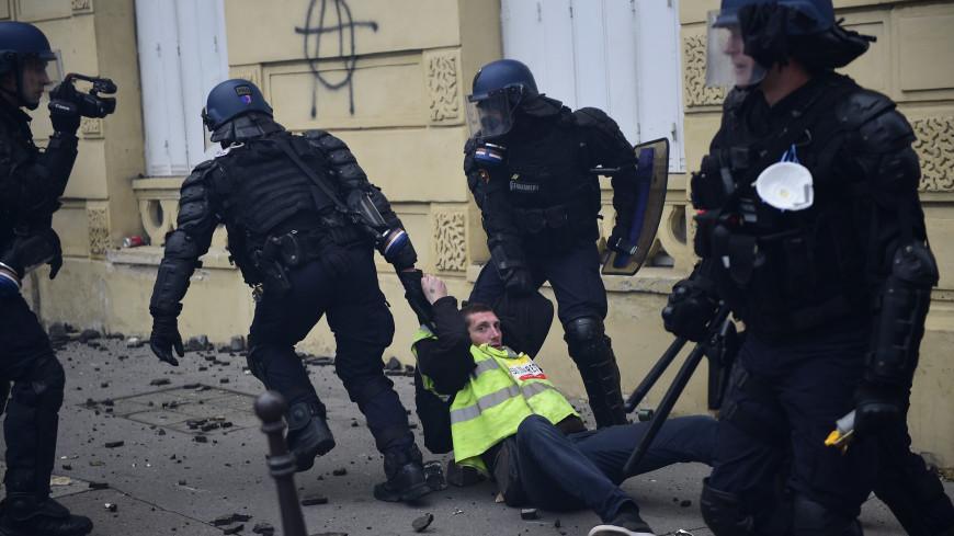 Пятая волна протеста: под Парижем задержаны почти 60 «желтых жилетов»