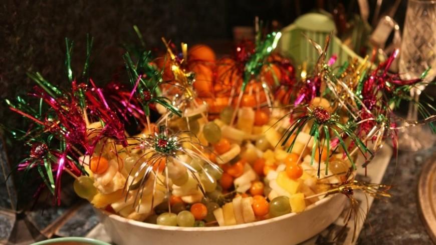 """Фото: Елизавета Шагалова, """"«МИР 24»"""":http://mir24.tv/, праздник, праздничный стол, фрукты, бананы, гавайская вечеринка"""