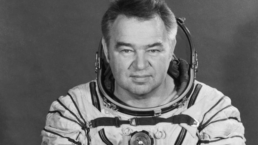 Мемориальную доску космонавту Георгию Гречко установили в Москве