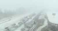 В США из-за снегопада столкнулись более 40 машин