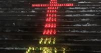 У храма Христа Спасителя зажгли 71 лампаду в память о жертвах Ан-148