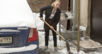 Операция «Антиснег»: москвичи массово скупают лопаты