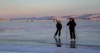 Гонка по льду Байкала: через что проходит участник ультрамарафона
