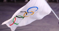 Олимпийский флаг доставили из Пхенчхана в столицу Игр-2022