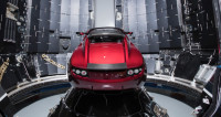 К поясу астероидов: электромобиль Илона Маска «поехал» в космос