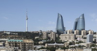 Возле телебашни в Баку треснула земля