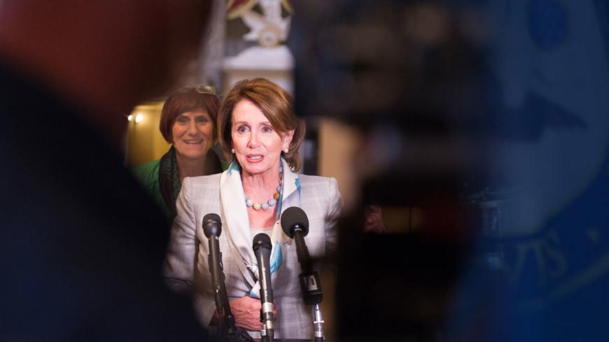 Лидер демократов в Конгрессе установила рекорд по длительности выступления