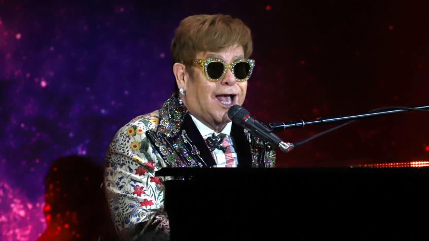Элтону Джону едва не выбили зубы на концерте в Лас-Вегасе