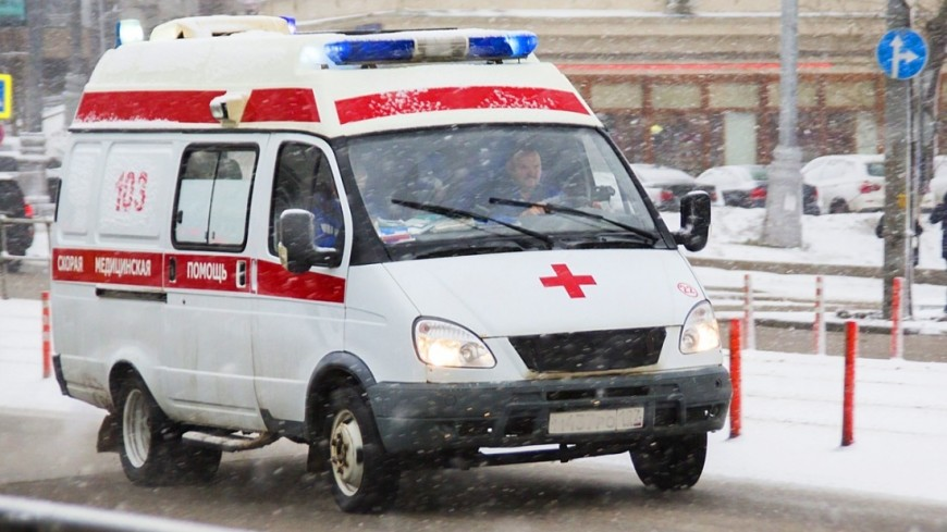 Иномарка в Москве заблокировала проезд пожарным и «скорой»: ведется проверка
