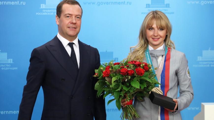 Медведев вручил олимпийцам ключи от BMW
