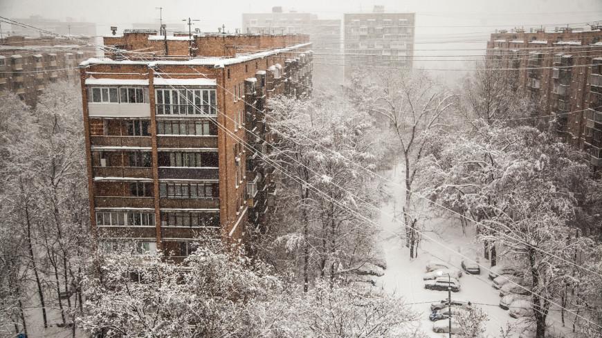 Неуемная стихия: после снегопада века в Москве вновь растут сугробы