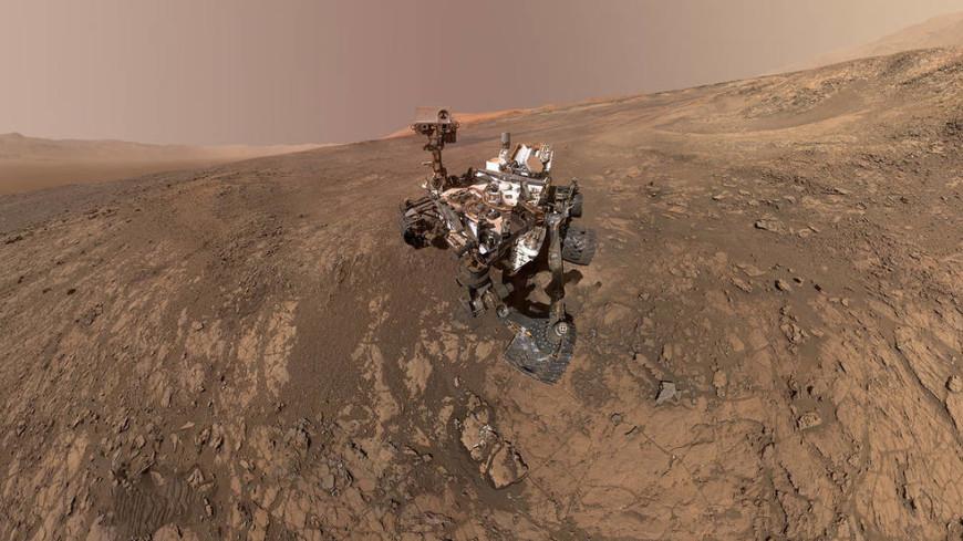 NASA показало панорамную съемку поверхности Марса