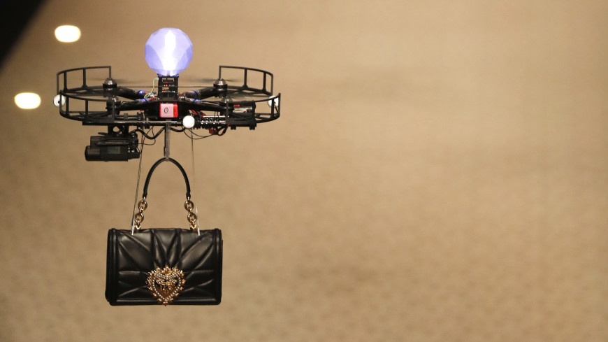 На неделе моды в Милане моделей заменили дронами