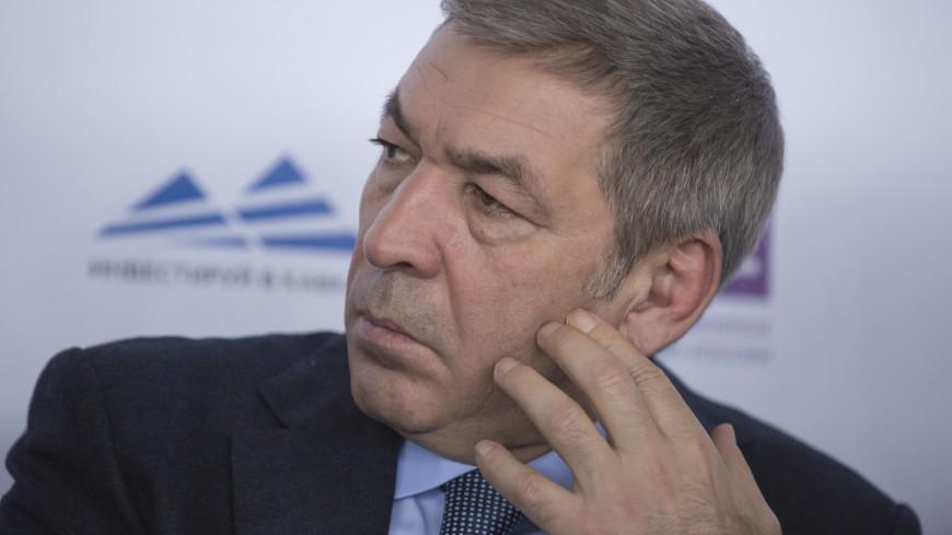 У премьера Дагестана изъяли золотой пистолет ТТ и автоматы Калашникова