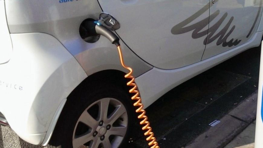 Немцам будут солидно приплачивать за покупку электромобилей