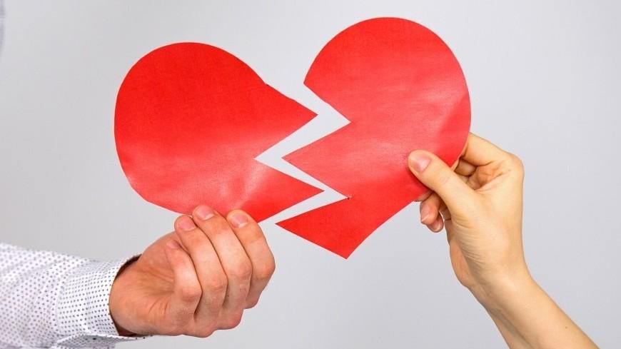 """Фото: Максим Кулачков (МТРК «Мир») """"«Мир 24»"""":http://mir24.tv/, развод, отношения, любовь, брак, семья, бракосочетание, супруг, супруга, муж, жена, разрыв, ругань, сердце"""