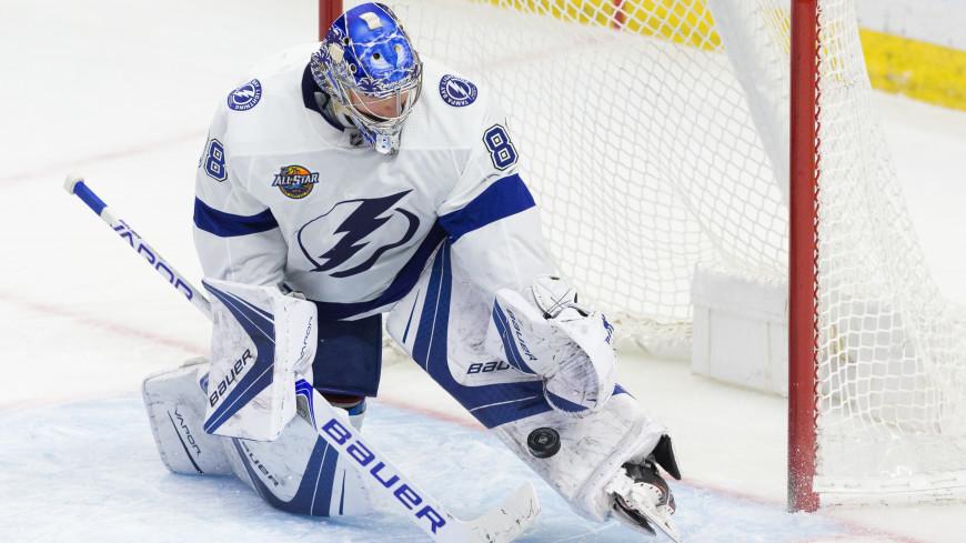 Российский вратарь Василевский не глядя поймал шайбу в матче НХЛ