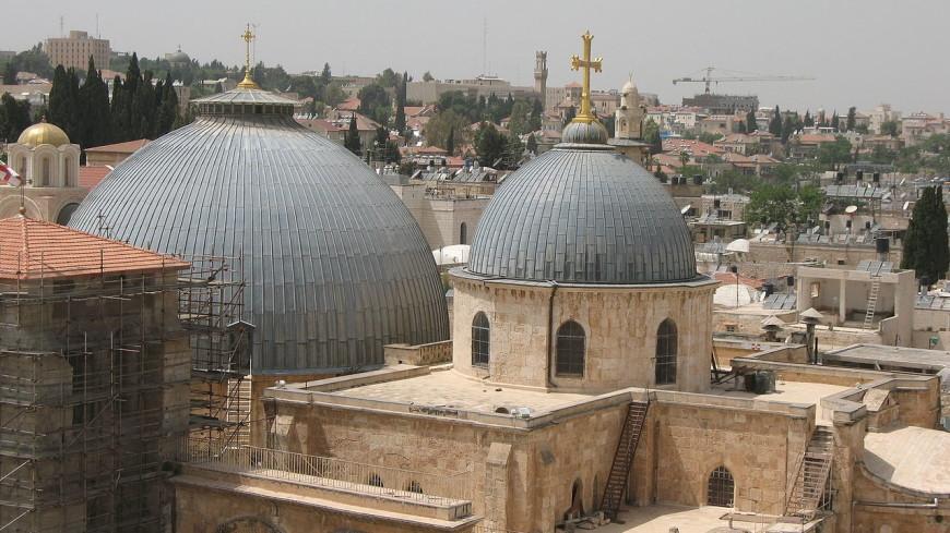 В храме Гроба Господня в Иерусалиме началась церемония схождения Благодатного огня
