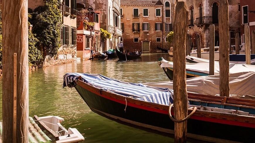 Венеция высохла: знаменитые гондолы сели на дно каналов