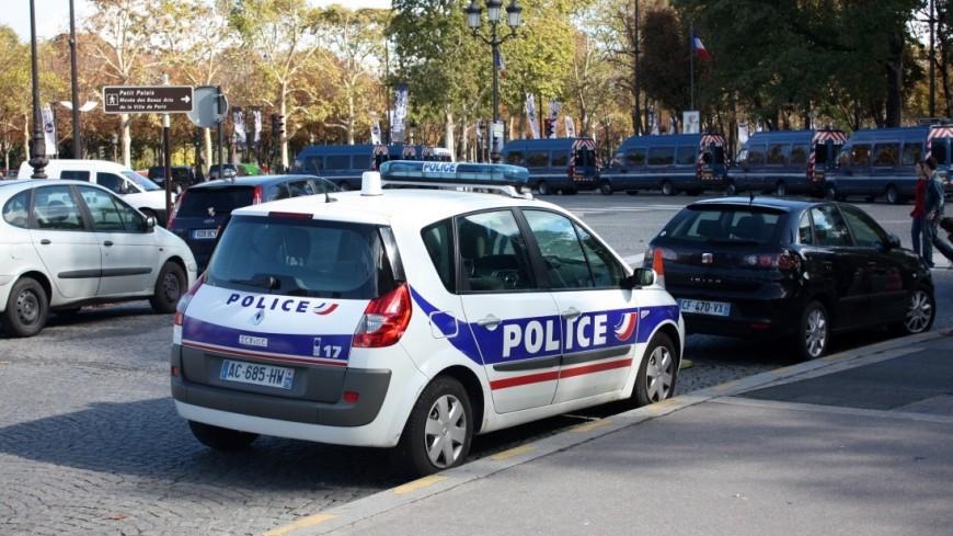 Водителям во Франции запретили говорить по телефону в стоящей машине