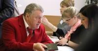 Жириновский собрался возродить женский бал