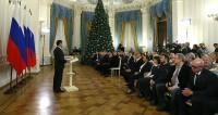 Медведев наградил журналистов и отметил их смелость